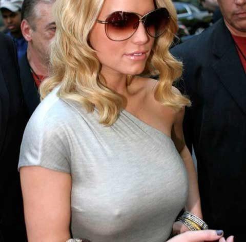 ハリウッド女優がノーブラで人前に出た結果。イイおっぱいやぁwwww(エロ画像)・5枚目