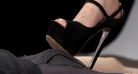 マニア向けの「足コキ」さすがにヒールは痛いやろぉwwwww(エロ画像)・28枚目