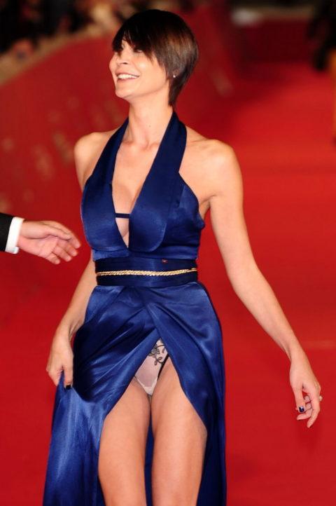 【ポロリ】レッドカーペットでチラチラ見せる有名女優の手口がこちら。(29枚)・6枚目