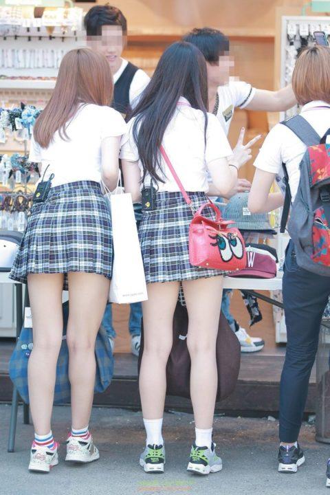 韓国の女子学生さん、ミニスカでお股を集中撮影されるwwwwww(22枚)・7枚目