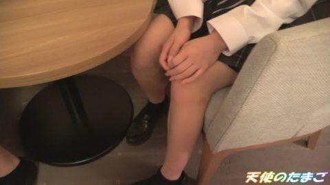 【乱交】2人の可愛い制服女子を交互に生挿入するこの動画ヤバいやろぉwwwww・1枚目