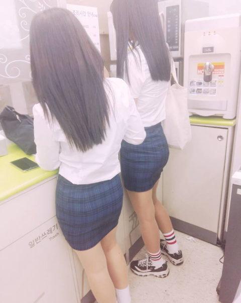 韓国の女子学生さん、ミニスカでお股を集中撮影されるwwwwww(22枚)・8枚目