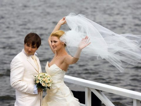 【エロ画像】ウエディングドレスの花嫁にありがちなハプニングwwwwww・8枚目