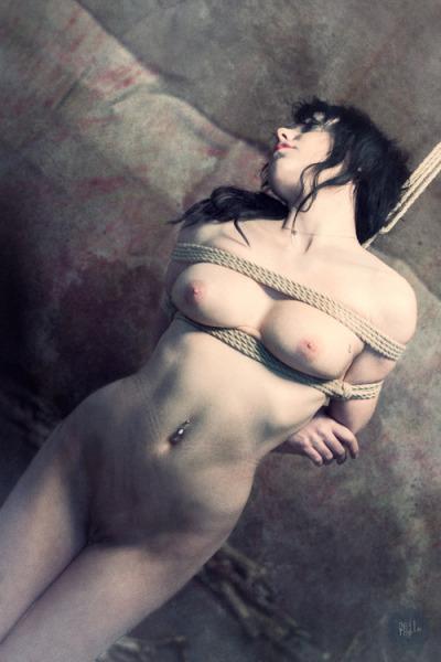 「これは調教なのです」と首を吊るされてしまった女さん・・・・(エロGIF)・9枚目