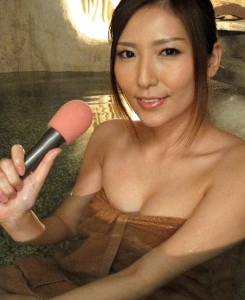 温泉ロケで女子アナウンサーがまさかのハプニング。。(エロ画像)・12枚目