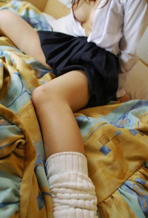 """貧乳おっぱいの女の子が""""制服""""を着たらこうなります。うっほwwwww(エロ画像)・17枚目"""