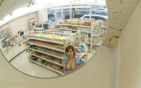 【エロ画像】バイト中にエロふざけしてる店員…こいつアホやろwwwww・11枚目