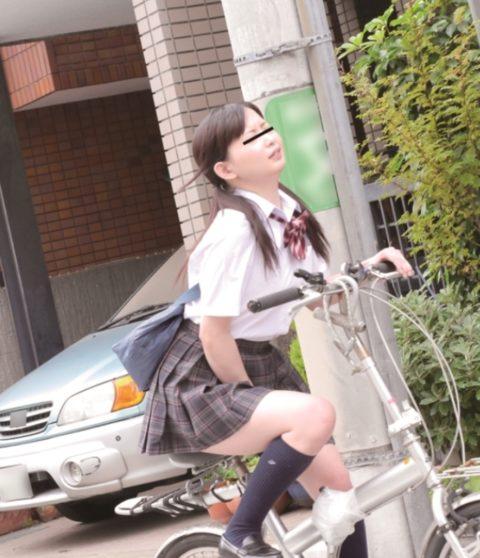 【エロ画像】自転車のサドルで腰をクネクネしてる女の子たちwwwwww・13枚目