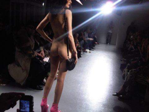 【エロGIF】ファッションショーなのに全裸ってどういう事なん?wwwwww・21枚目