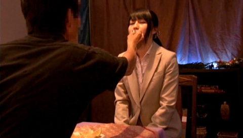 【エロ画像】催眠術にがっつりかかった女の子、卑猥な事をさせられるwwwww・12枚目