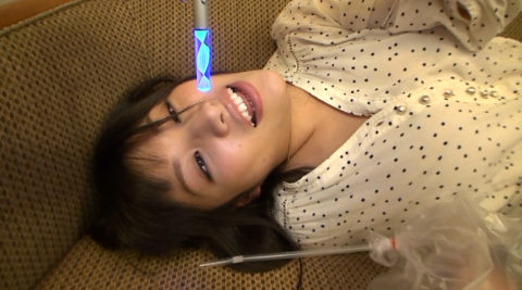 【エロ画像】催眠術にがっつりかかった女の子、卑猥な事をさせられるwwwww・14枚目