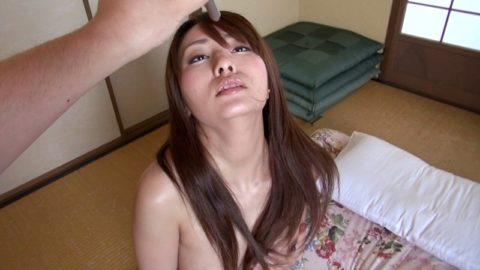 【エロ画像】催眠術にがっつりかかった女の子、卑猥な事をさせられるwwwww・15枚目