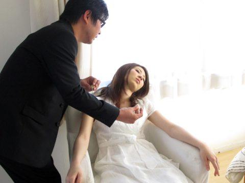 【エロ画像】催眠術にがっつりかかった女の子、卑猥な事をさせられるwwwww・29枚目
