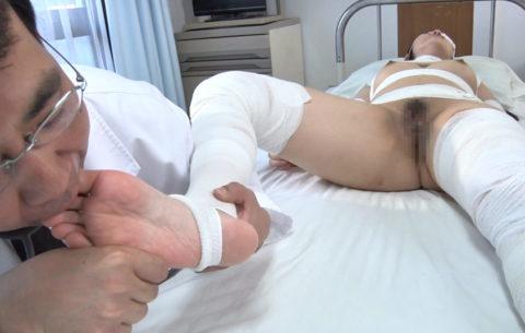 【エロ画像】怪我してボッロボロの女とセックスするのって興奮するんか??・19枚目