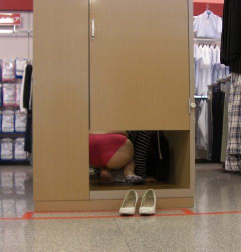 【盗撮】試着室に隠しカメラを仕掛けた結果。ヤバイの撮れたwwwwww・23枚目