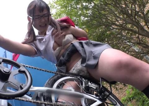 【エロ画像】自転車のサドルで腰をクネクネしてる女の子たちwwwwww・3枚目
