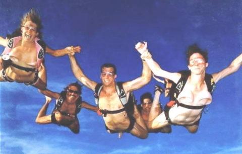 露出狂まんさんが趣味のスカイダイビングした結果。やっぱりこうなるwwwww・11枚目