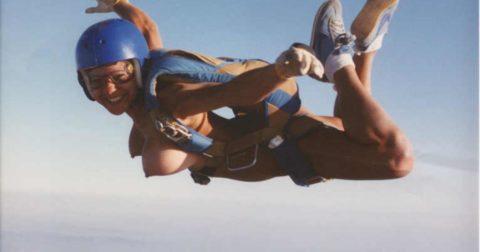 露出狂まんさんが趣味のスカイダイビングした結果。やっぱりこうなるwwwww・20枚目
