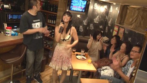 【エロ画像】性的なサービスでお客を獲得するスナック熟女wwwwww・2枚目