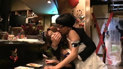 【エロ画像】性的なサービスでお客を獲得するスナック熟女wwwwww・21枚目
