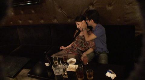 【エロ画像】性的なサービスでお客を獲得するスナック熟女wwwwww・3枚目