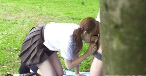 学生バカップルが昼間から盛ってる光景が撮影される。いっぱいおるやんwwwww(エロ画像)・33枚目
