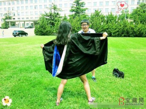 アジアの女子がふざけて記念撮影。海外に衝撃を与えてしまうwwwww(エロ画像)・4枚目