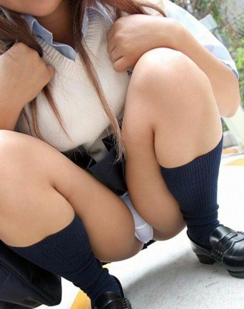 制服の女子学生がムッチムチの太ももからのパンチラ見せを覚えた結果。。。・9枚目