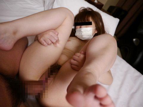 ハメ撮りの時に「コロナ対策なんで」ってマスクされたら何も言えない・・・(エロ画像)・17枚目