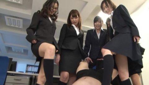 【エロ画像】デキる女上司ができない部下にするイジメがこちら。羨ましい、、・5枚目