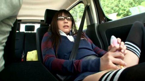 ビッチ女さん、渋滞中の車内でとんでない行動に出る。。(エロ画像)・5枚目