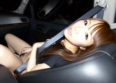 ビッチ女さん、渋滞中の車内でとんでない行動に出る。。(エロ画像)・8枚目