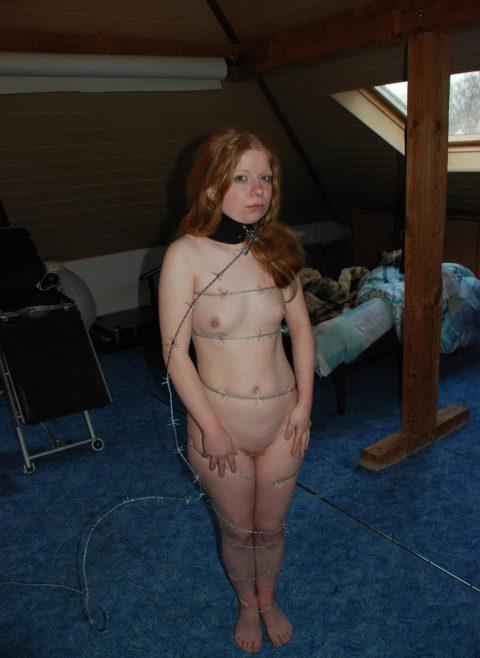 【究極調教】有刺鉄線やホッチキスで固定された女たち・・・・・7枚目