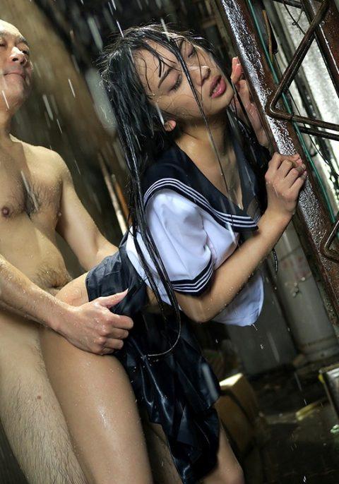 レイプ被害に遭った女の子…雨の中ヤラれるのはキツいやろなぁ。(エロ画像)・27枚目