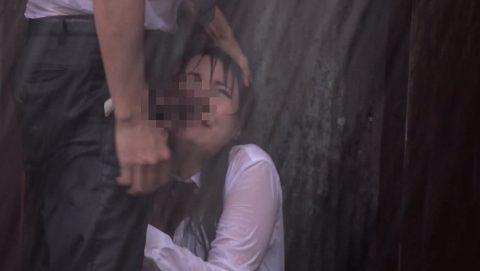 レイプ被害に遭った女の子…雨の中ヤラれるのはキツいやろなぁ。(エロ画像)・28枚目
