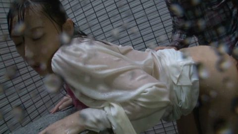 レイプ被害に遭った女の子…雨の中ヤラれるのはキツいやろなぁ。(エロ画像)・31枚目