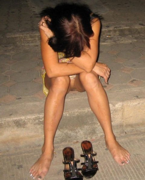 【泥酔】ベロベロな素人まんさんが知らぬ間に撮られた写真wwwwww・4枚目