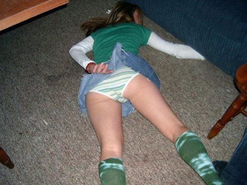 【泥酔】ベロベロな素人まんさんが知らぬ間に撮られた写真wwwwww・17枚目