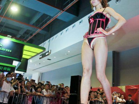 中国の下着モデルさん、マンコはみ出てもモーマンタイwwwwwww