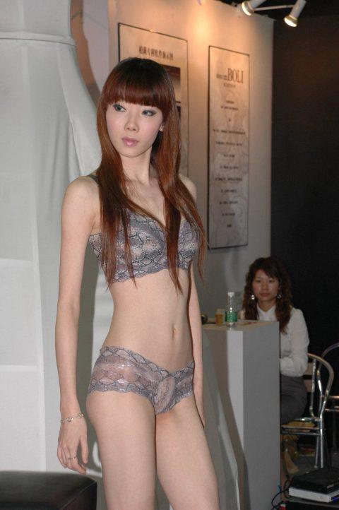 中国の下着モデルさん、マンコはみ出てもモーマンタイwwwwwww・17枚目