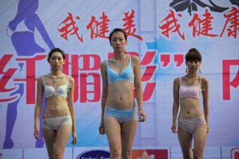 中国の下着モデルさん、マンコはみ出てもモーマンタイwwwwwww・8枚目