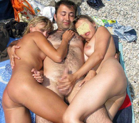 ヌーディストビーチで行われる「乱交パーティー」普通に羨ましいわwwwwww・25枚目