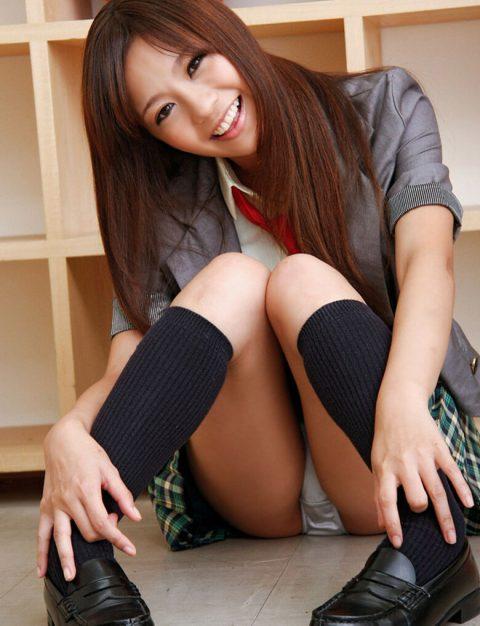 【体操座り】美脚女子が座り方がこちらです。。足フェチ悶絶やなwwwww・12枚目