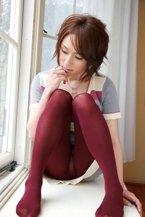 【体操座り】美脚女子が座り方がこちらです。。足フェチ悶絶やなwwwww・24枚目