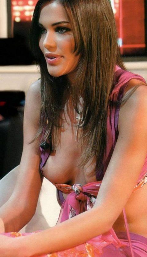 【ポロリハプニング】乳首がハッキリ見えた女性たちの決定的瞬間(142枚)・86枚目
