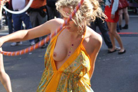 【ポロリハプニング】乳首がハッキリ見えた女性たちの決定的瞬間(142枚)・97枚目