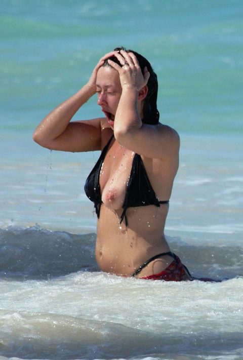 【ポロリハプニング】乳首がハッキリ見えた女性たちの決定的瞬間(142枚)・61枚目