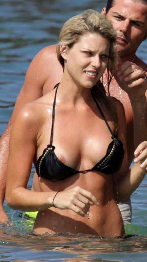 【ポロリハプニング】乳首がハッキリ見えた女性たちの決定的瞬間(142枚)・75枚目