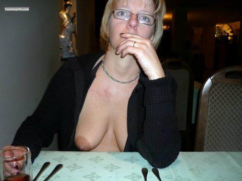 【ポロリハプニング】乳首がハッキリ見えた女性たちの決定的瞬間(142枚)・125枚目