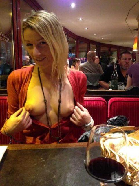 【ポロリハプニング】乳首がハッキリ見えた女性たちの決定的瞬間(142枚)・126枚目